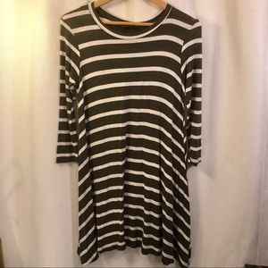 ☀️4/$15 Olive & White Striped Jersey Knit Dress